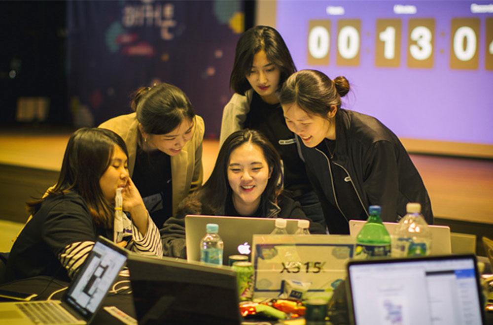 참가팀의 빛나는 팀워크! 아이디어 개발 모습