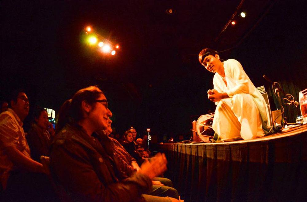 글로벌 루츠 페스티벌(Global Roots Festival)에서 공연 중인 '홍성현의 초벌비' (출처 : The Cedar Cultural Center 페이스북)