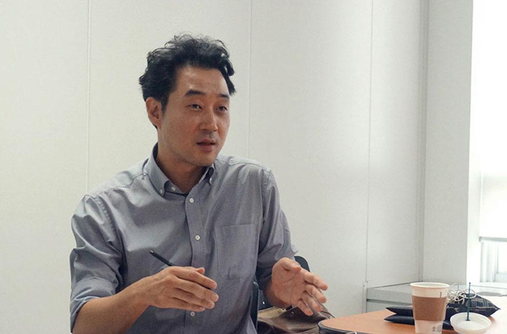 김일송 칼럼니스트(좌)