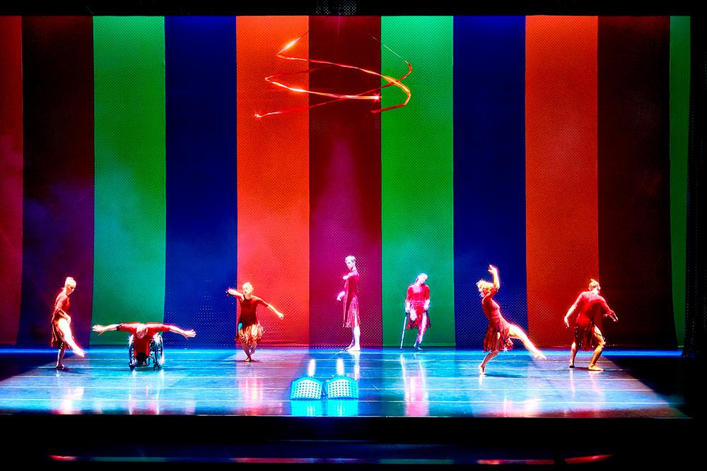 폐막행사 '페스티벌 아름다름:아름다운 다름' 중 안은미 안무가·영국 칸두코 댄스컴퍼니의 <굿모닝 에브리바디(Good Morning Everybody)> 공연장면Ⓒ이진원