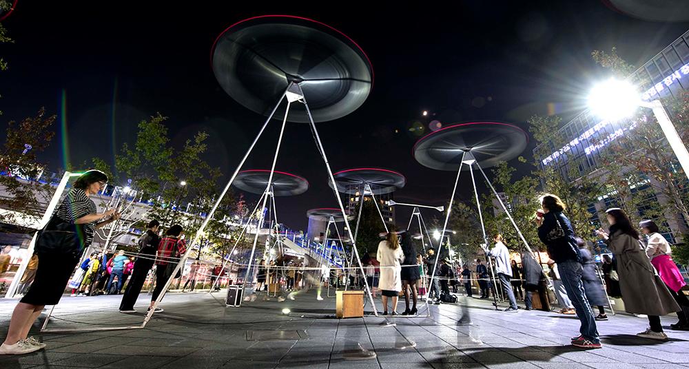 '예술과 도시'를 주제로 서울도시건축비엔날레와 도시재생센터와 함께 한 레이 리(Ray Lee)의 작품 <코러스(Chorus)>  Ⓒ 영국문화원