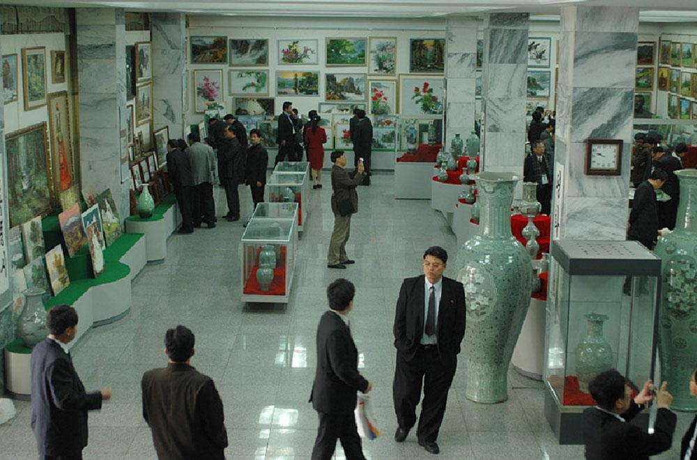 북한 미술창작단체 만수대창작사의 모습