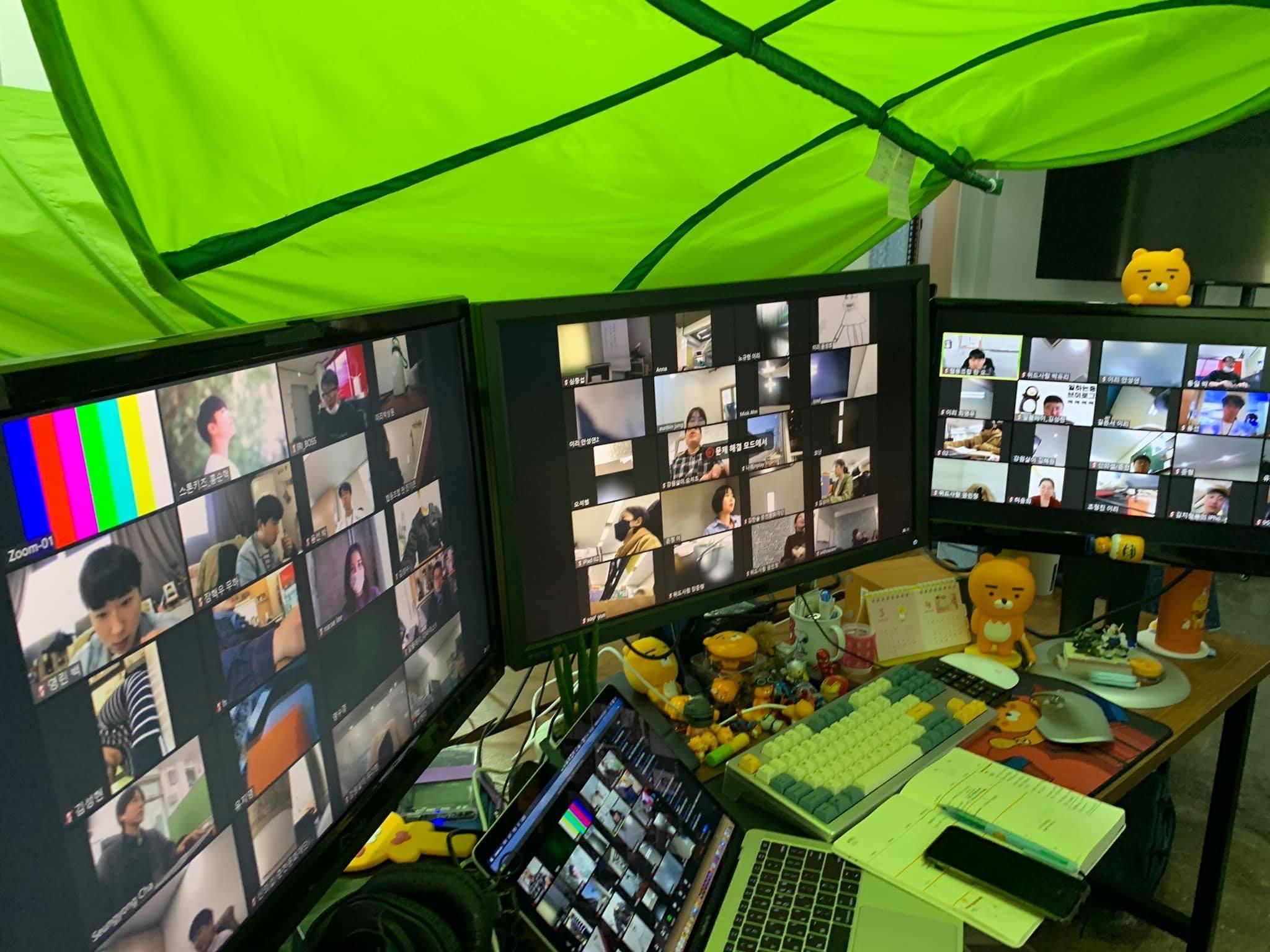 '100개의 화면, 100명의 이야기 전환문화상상 라운드테이블'연습(좌)과 실제 진행(우)
