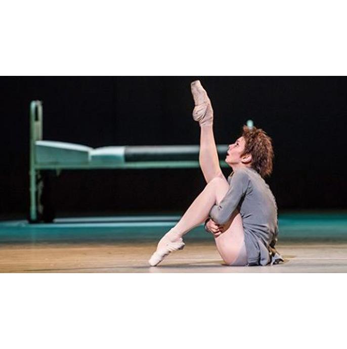 발레 <아나스타샤>의 한 장면과 로열 오페라 하우스가 게시한 라이브 공연에 대한 관객 반응 출처: 로열 오페라 하우스 홈페이지